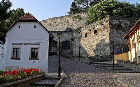 Magyarország, Eger, a vár bejárata
