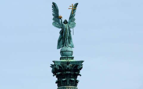 Magyarország, Budapest, Hősök tere, Angyal