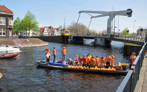 Haarlem-Holland, River Spaarne, Queensday 30-04