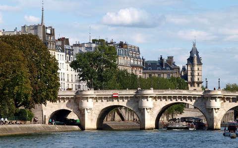 hajóval a Szajnán Párizsban