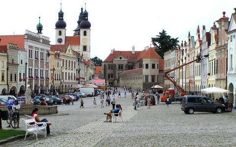 Csehország Telc Főtér, végén a várral