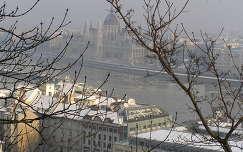 Parlament télen a Várból
