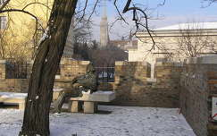 Budapest, Kod�ly Zolt�n szobra a v�rban