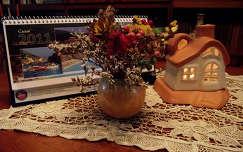 Virágcsokor és dekoráció. Fotó: Csonki