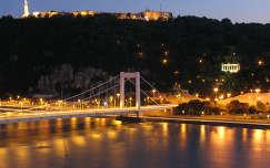 Duna és az Erzsébet híd esti fényekben, Budapest, Magyarország