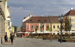 Győr főtere ,szemben a híddal