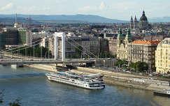 Látkép a Gellért hegyről. Gyönyörű fővárosunk, Budapest.