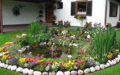 Ausztria Bruck egy virágos udvar