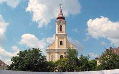 Várpalota - Katolikus templom,   fotó: Kőszály
