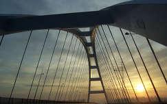 Dunaújvárosi híd hajnalban.