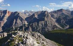 Braies-Dolomitok, Dél-Tirol, Olaszország. Látvány a Hochalpenkopfról.