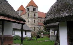 Ócsa, Tájház az Árpádkori templommal