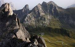 Giau-hágó a mélységben. Dolomitok, Dél-Tirol, Olaszország.