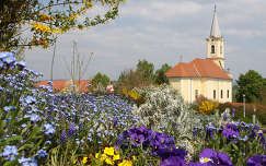Alsópáhok temploma