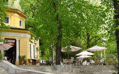 Dóm tér közelében lévő kávézó, Pécs