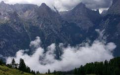 Misurina-hegység, Dolomitok, Olaszország. Eső után felszálló felhő.