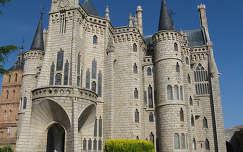 Astorga, Gaudi tervezte püspöki palota, ma zarándoklat (Camino) múzeuma, Spanyolország