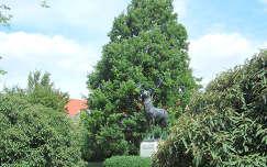 Szarvas - szarvas szobor - fotó: Kőszály
