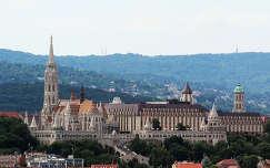 Magyarország, Budapest, a Mátyás-templom, a Halászbástya és a Hilton Budapest, a Bazilika kilátójából