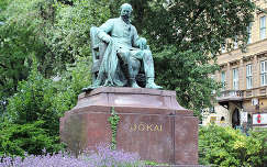 Magyarország, Budapest, Jókai Mór szobra az Andrássy úton