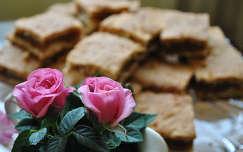 Névnapi almás pite és rózsa