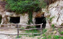 Magyarország, Egerszalók, barlanglakások