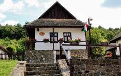 Magyarorsz�g, Holl�k�, �falu
