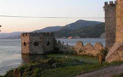 Galambóc várának bástyája a Dunával,a Kazáni szorosnál,Szerbia
