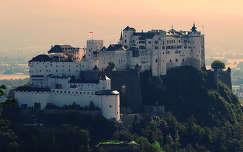 Salzburgi vár a Kapucinus hegyről fotózva, Ausztria