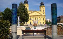 Debrecen - Nagytemplom - Milleniumi szökőkút Főnixmadárral - pad