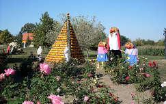 Magyarország, Rácalmás, Tökfesztivál 2011, tökpiramis és dekoráció