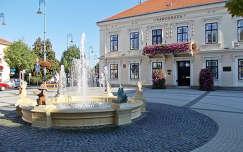 Magyarország, Sárvár Főtere a Városházával