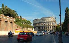 Colosseum a Via dei Fori Imperiali felől