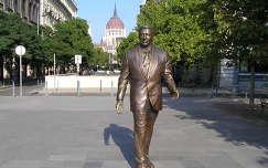 Ronald Reagan amerikai elnök szobra a Szabadság térnél,Budapest