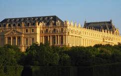 Versailles-i kastely a Neptun medence felol