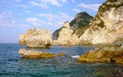 Sziklák Korfu partjainál