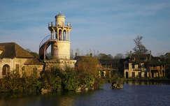 Versailles-i kastely, Versailles osszel, Kis Trianon park , A kiralyno tanyaja, Marlborough torony