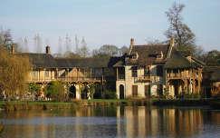 Versailles-i kastely, Versailles osszel, Kis Trianon park, A kiralyno tanyaja