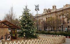 Magyarország, Budapest, Szabadság tér, karácsonyi dekoráció