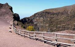Olaszország,Nápoly,sétaút a Vezúv kráterének peremén