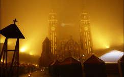 A szegei Dóm ködfátyolban Adventkor