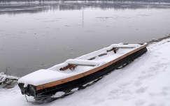Duna-parti csónak