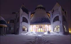 Esti hóvarázs a Hagymatikum Fürdő előtt.. Makó (Makovecz Imre - elkészült: 2012)