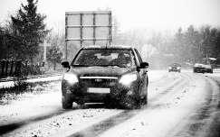 út havazás tél fekete-fehér