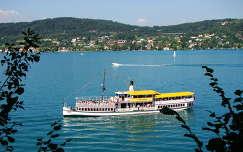 Hajó Wörth- i tavon. Ausztria- Karintia
