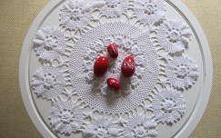 Húsvéti piros tojások