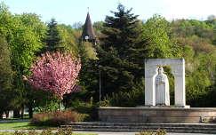 Miskolc, Szent István tér, háttérben az avasi református templom harangtornya