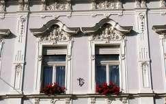 Miskolc, Széchenyi utcai ablakok