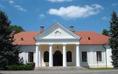 Szarvas - Anna liget - Csáky-Bolza kastély - fotó: Kőszály