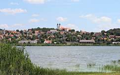 Magyarország, Tihany, Belső-tó, háttérben az Apátság